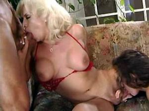 Lewd blond tranny pleases girl and guy at the same time