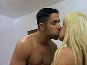 Man drills winsome longhaired blonde shemale in ass
